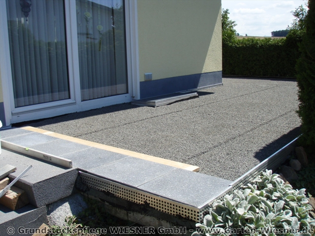terrassenplatten reinigen beton garten terrasse aus betonplatten mit hochdruckreiniger. Black Bedroom Furniture Sets. Home Design Ideas